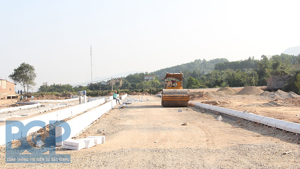 Bac Giang ensures progress of industrial cluster infrastructure construction