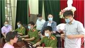 Tân Yên: Thăm, tặng quà các tổ làm căn cước công dân