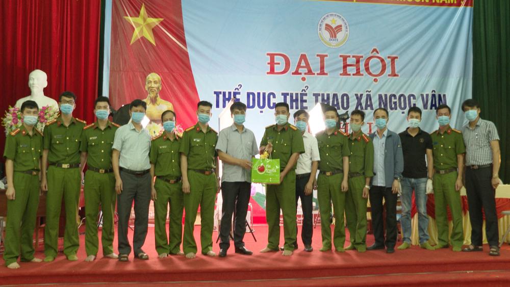 Phs Chủ tịch UBND huyện Tân Yên thăm, động viên các Tổ làm căn cước công dân