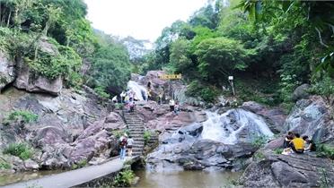 Bắc Giang: Dừng lễ hội đền Suối Mỡ và Liên hoan hát văn huyện Lục Nam