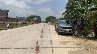 Bắc Giang: Va chạm giữa xe máy và ô tô, người đàn ông 72 tuổi tử vong