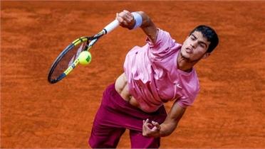 Tay vợt 17 tuổi Carlos Alcaraz lập kỷ lục để đấu Nadal