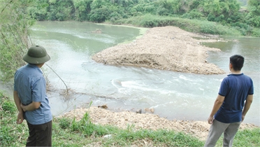 Lục Ngạn (Bắc Giang): Doanh nghiệp khai thác cát, sỏi chậm khắc phục sạt lở bờ sông