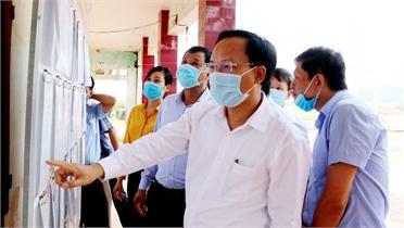 Trưởng Ban Dân vận Tỉnh uỷ Phạm Văn Thịnh kiểm tra công tác tổ chức bầu cử tại Lục Ngạn