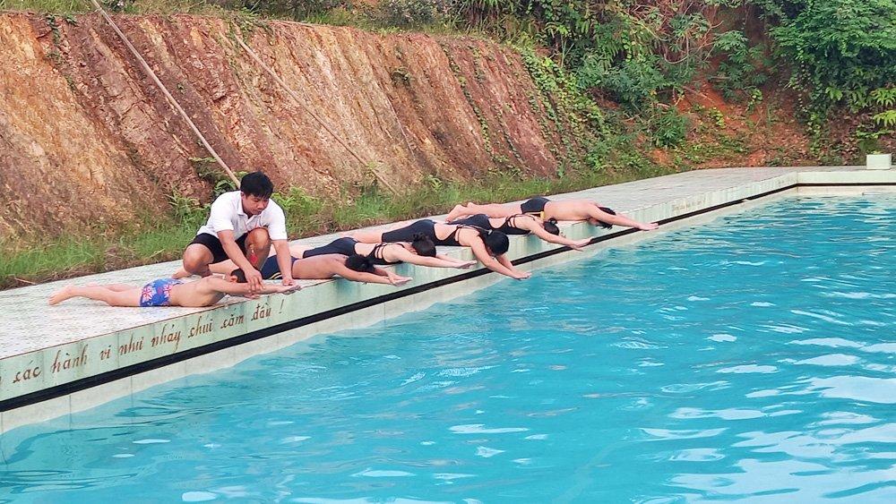 Trường Tiểu học Vô Tranh, huyện Lục Nam, Bắc Giang, dạy bơi, Ngô Văn Thoại, bể bơi