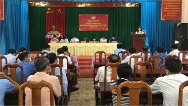 Chủ nhiệm UBKT Tỉnh ủy Nguyễn Thị Hương và các ứng cử viên đại biểu HĐND tỉnh, huyện tiếp xúc cử tri Yên Thế