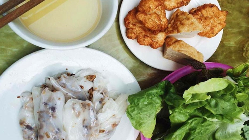 Steamed rice paper rolls with squid cakes in Ha Long
