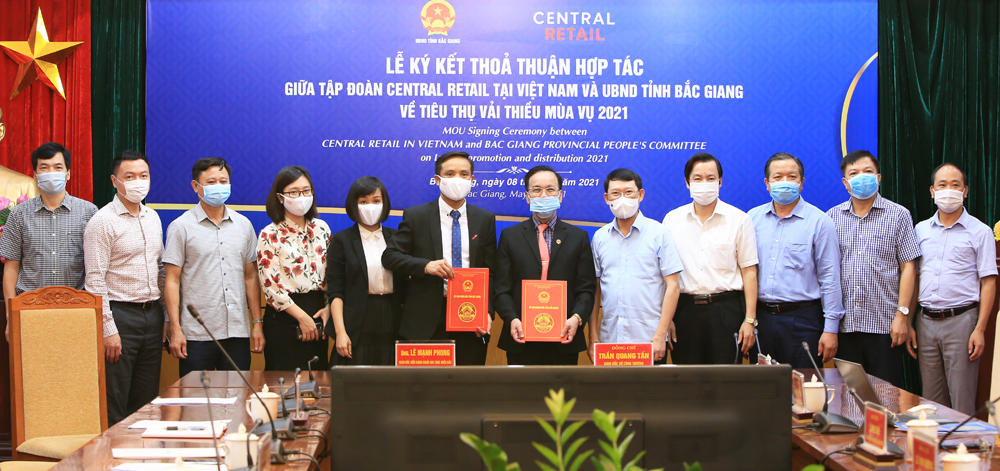 Bac Giang signs cooperation agreement on lychee consumption with Central Retail Group