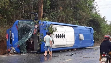 Ninh Thuận: Lật xe khách giường nằm, nhiều hành khách bị thương