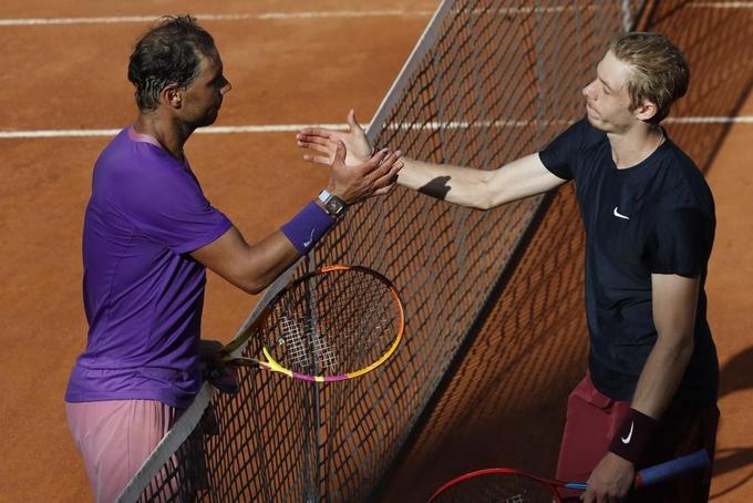 Nadal cứu hai match-point ở vòng ba Rome Masters
