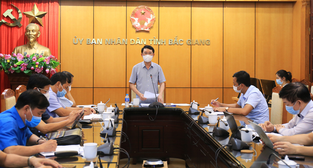 Bac Giang province, temporarily halts operation, four IPs, industrial parks, complicated developments of Covid-19, production and business measures