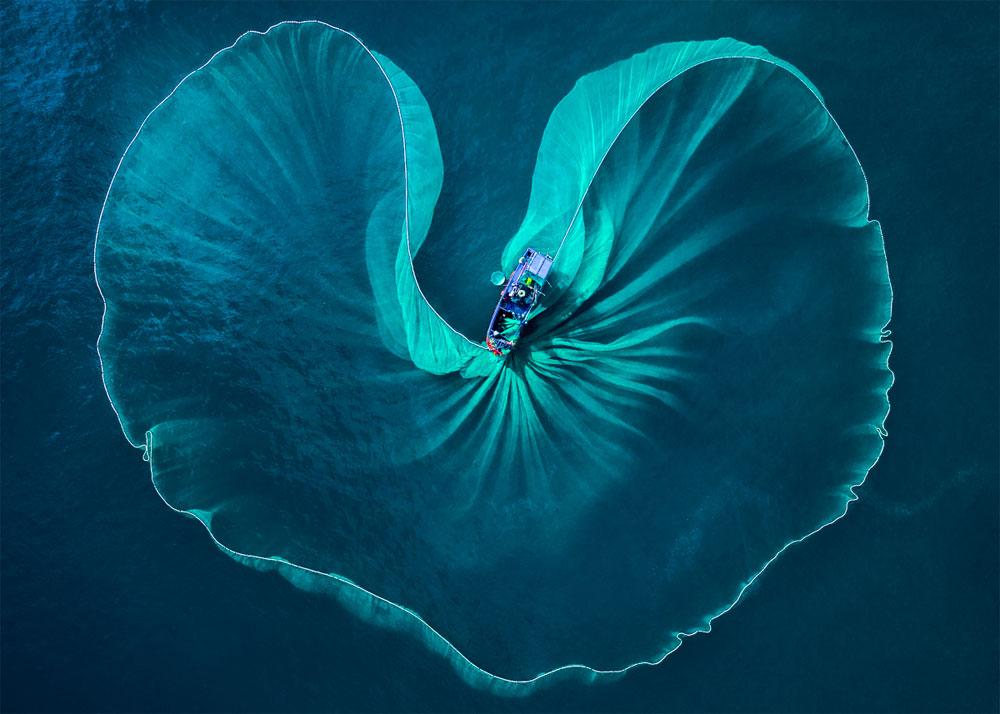 Vietnamese photographer, int'l contest, shot of Phu Yen fishermen, Nguyen Phuoc Hoai, merit award, Heart of the Sea