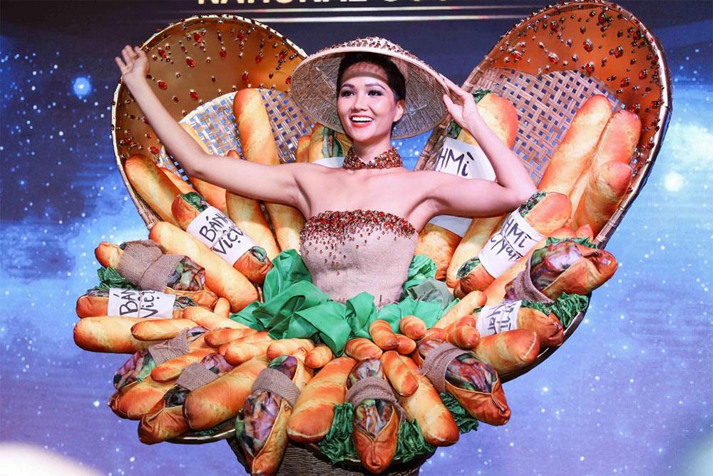 Vietnamese contestants, ao dai, beauty pageant,  Miss Universe,  international audiences, Miss Universe Khanh Van