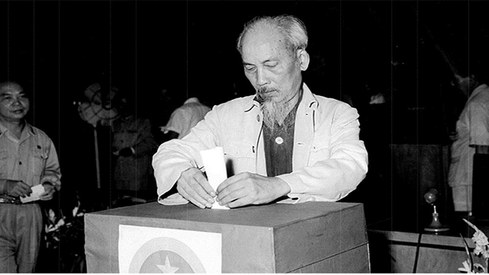 """""""Mỗi lá phiếu, một niềm tin, ta đi bầu nào ta đi bầu"""""""