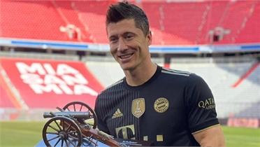 Lewandowski lập kỷ lục ghi bàn trong một mùa Bundesliga