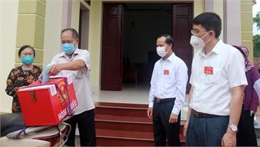 Phó Chủ tịch Thường trực UBND tỉnh Mai Sơn kiểm tra công tác bầu cử tại huyện Yên Dũng