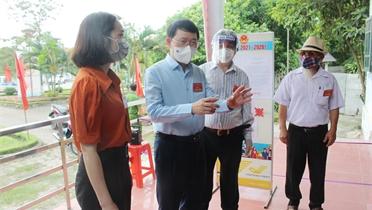 Chủ tịch UBND tỉnh Lê Ánh Dương biểu dương tinh thần làm việc trách nhiệm của các tổ bầu cử
