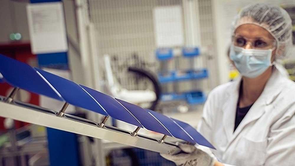 Pin mặt trời dán trực tiếp mái nhà