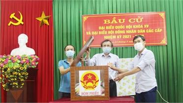 Bắc Giang: Đến 21 giờ, tỷ lệ cử tri bầu cử đạt 98,2%