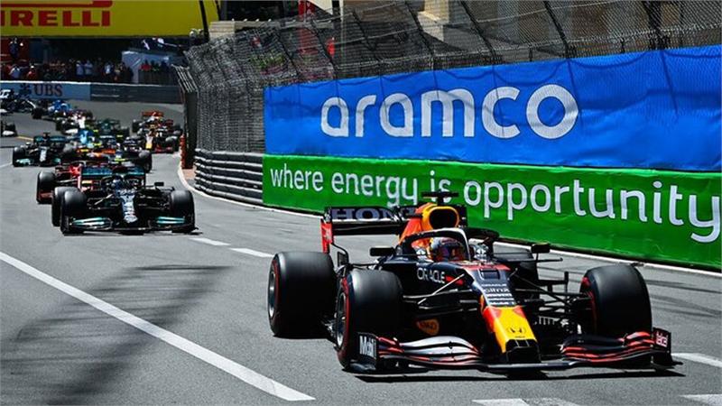 Verstappen chiếm ngôi đầu của Hamilton