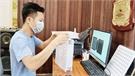 Việt Yên: Nhiều người chế giá đựng ống mẫu xét nghiệm Covid-19