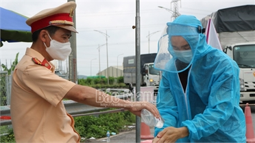 Bắc Giang: Tích cực điều tiết giao thông, bảo đảm phòng, chống dịch và lưu thông hàng hóa