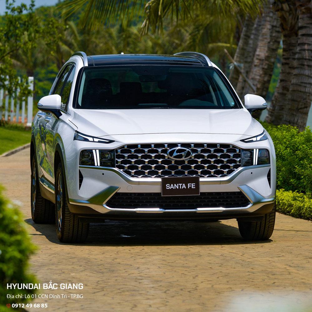 Hyundai Santa Fe; 7 chỗ hạng trung;