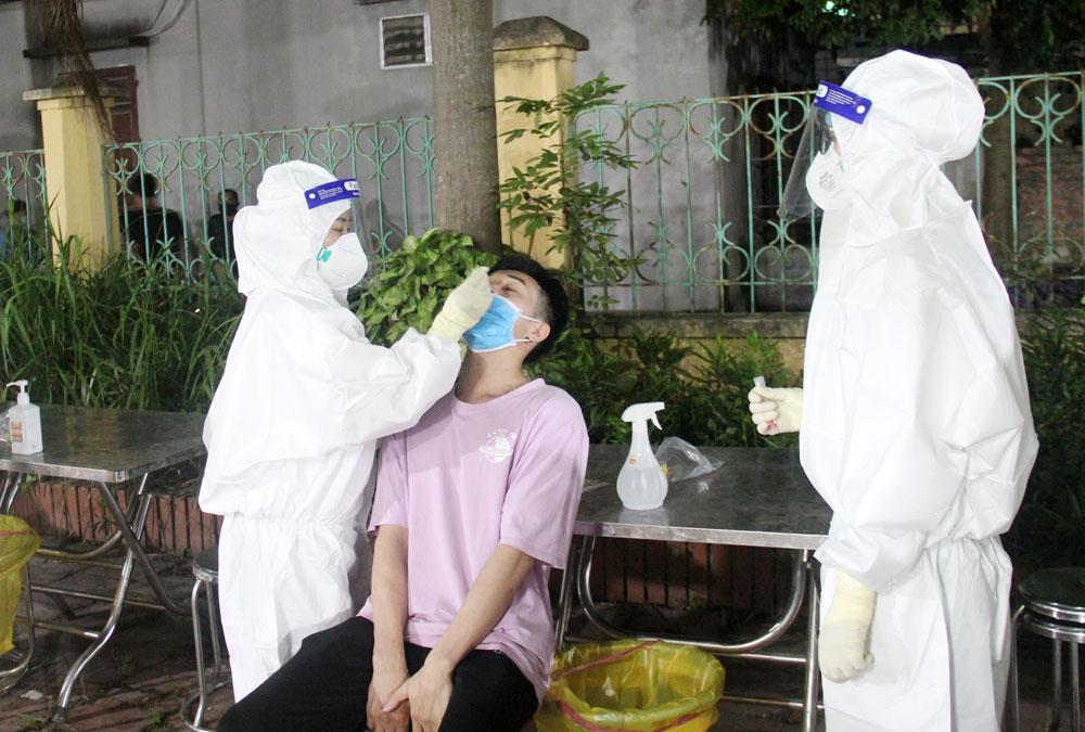 Việt Yên, Bắc Giang, cán bộ, nhân viên y tế, kiên cường, tâm dịch, Covid-19