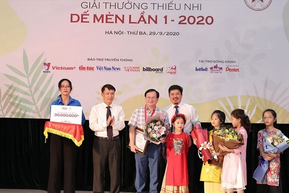 Winners of De Men Awards, Children's Day, International Children's Day, well-known authors, Cricket Knight prize