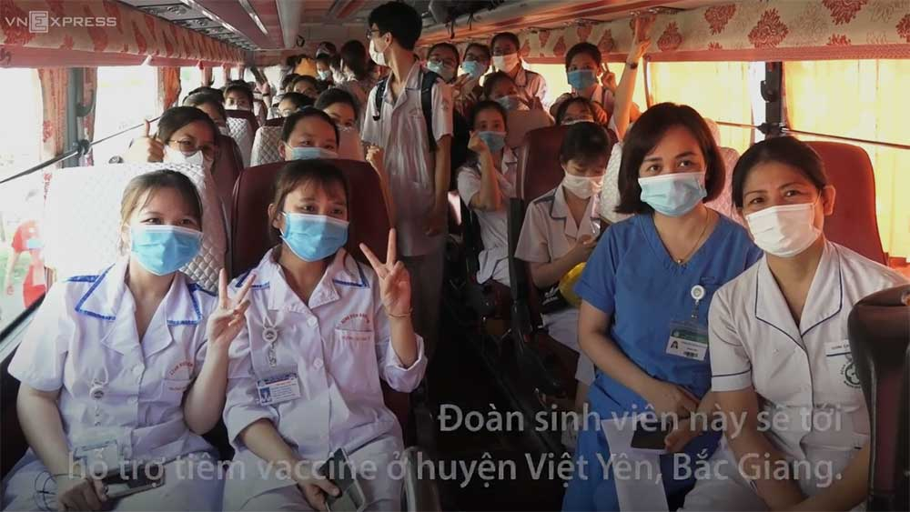 Sinh viên Y khoa chi viện tâm dịch Bắc Giang đợt nắng nóng