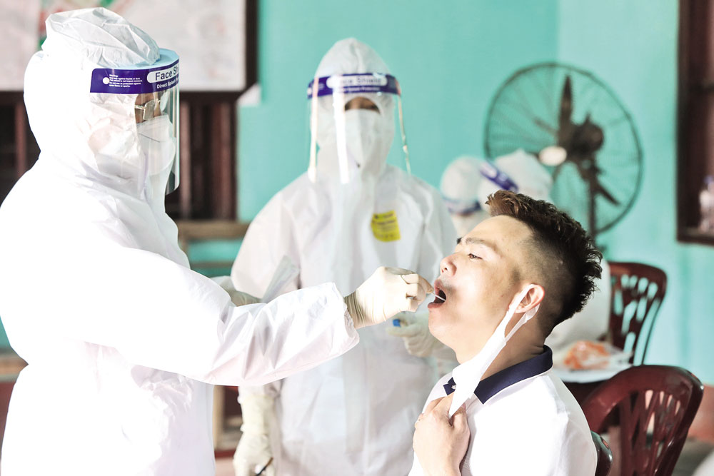 White blouse soldiers, frontline of pandemic fight, Bac Giang province, Covid-19 pandemic,  complicated development