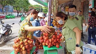 Cục Quản lý thị trường Hà Giang hỗ trợ tiêu thụ vải thiều Bắc Giang
