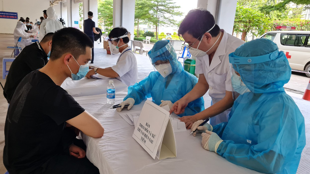 Bac Giang province, no more Covid-19 cases, after June 21, Covid-19 hotspot, Covid-19 pandemic, taking samples of workers