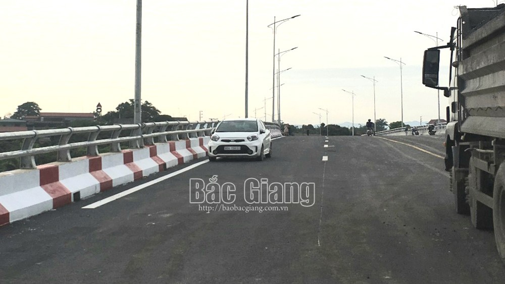 Bac Giang province, Chu bridge, facilitate farmers, lychee consumption, road upgrading and expanding project, construction progress