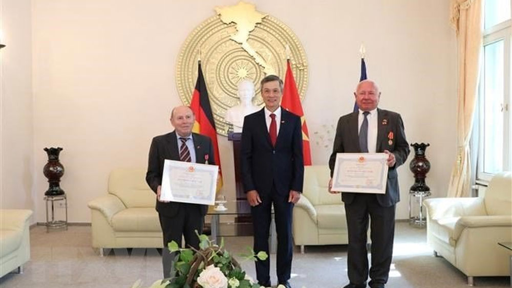 German friends, Vietnam's noble distinctions, Vietnamese Embassy in Germany, people-to-people exchange,  training human resources