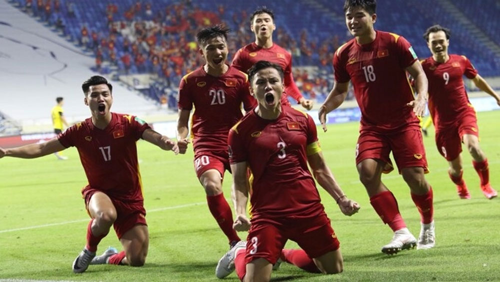Vietnam, 2-1 victory, Malaysia, top team, Group G, World Cup qualifiers, intense game, final ground