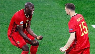Lukaku lập cú đúp ở trận ra quân Euro