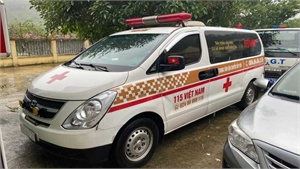 """Thu 300.000 đồng/người, xe cứu thương """"nhét"""" 12 người ở Bắc Ninh về Sơn La"""