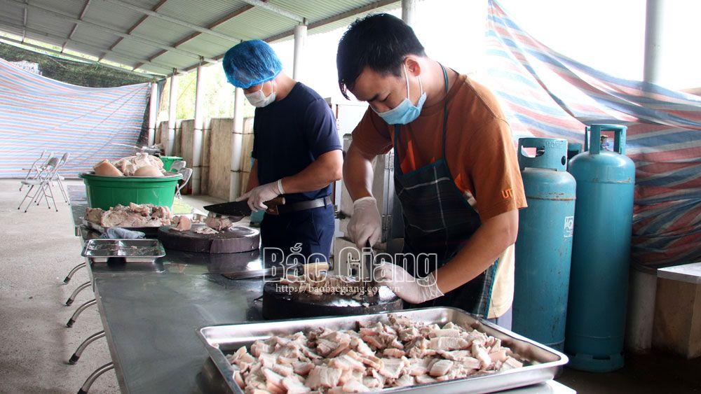 Việt Yên: Gác việc nhà, hỗ trợ phòng dịch