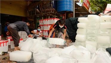 Lục Ngạn: Giá các mặt hàng phụ trợ đóng gói vải thiều tăng
