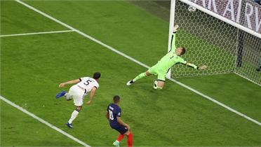 Pháp thắng Đức nhờ bàn phản lưới
