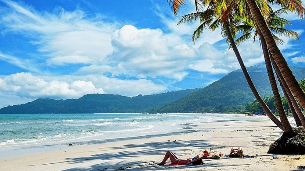 Covid-19 vaccination, Phu Quoc residents, reopen to foreign tourists,  vaccine passports,  30-day visa-free policy