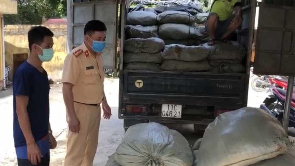 Phát hiện 7 người nước ngoài trong xe tải nhập cảnh trái phép vào Việt Nam