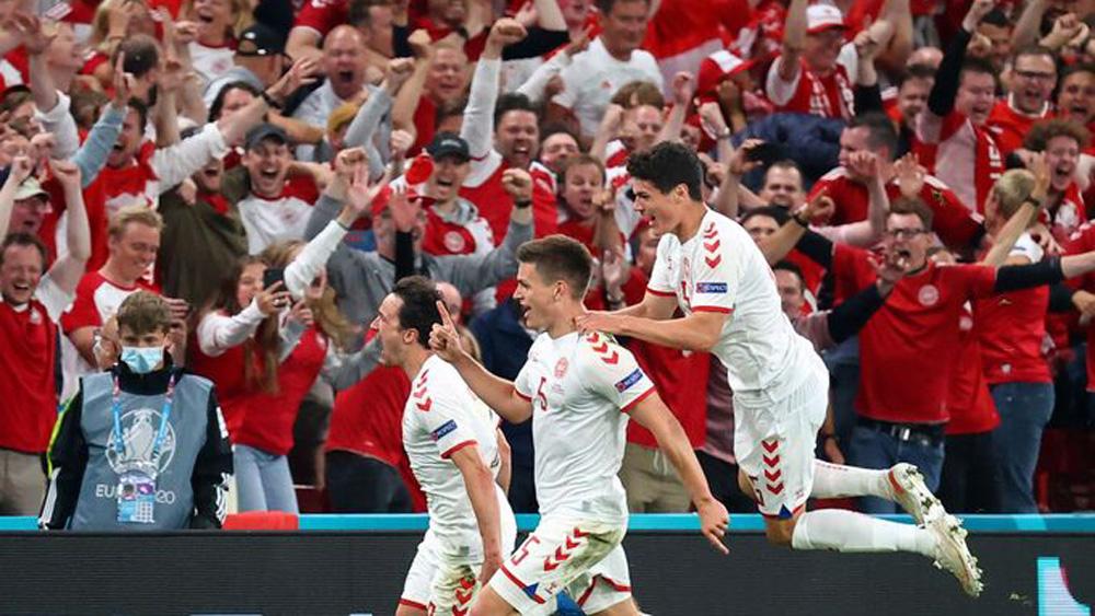 Đan Mạch thắng Nga 4-1, nhì bảng B