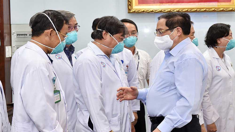 Thủ tướng Chính phủ khen thưởng 32 thầy thuốc tiêu biểu chống dịch Covid-19