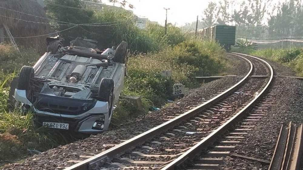 Vụ tàu hỏa tông ô tô làm 3 người thương vong: Khởi tố 2 nhân viên đường sắt
