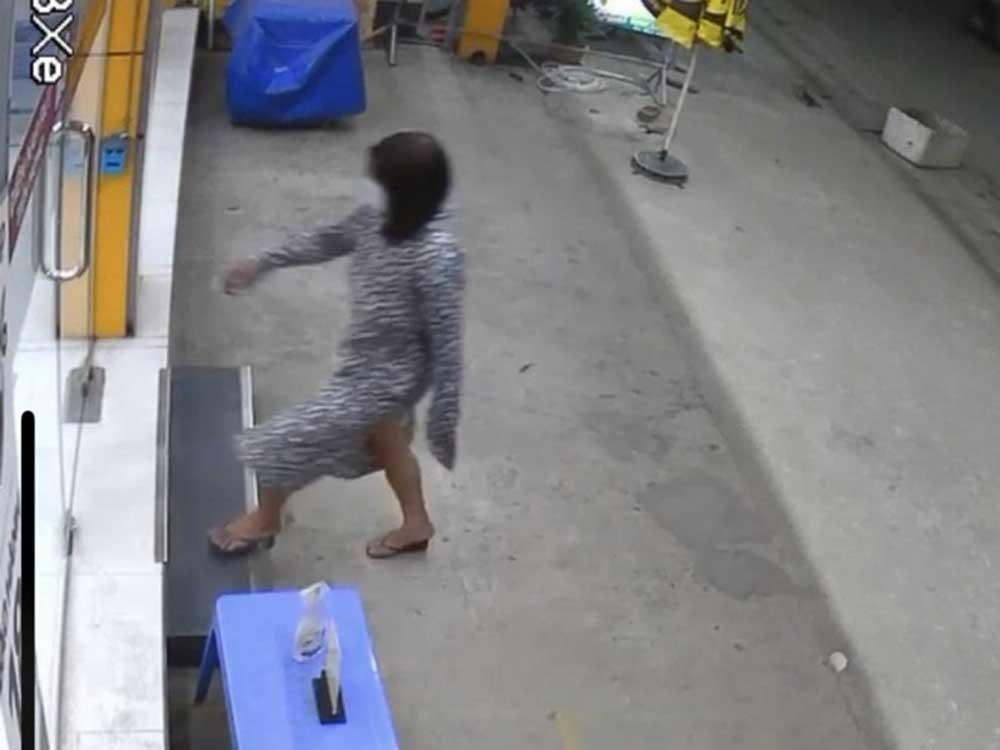 Nam thanh niên, đội tóc dài giả gái, vào cửa hàng, cướp 2 chiếc điện thoại