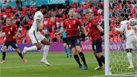 EURO 2020: Sterling giúp Anh đi tiếp với ngôi đầu bảng