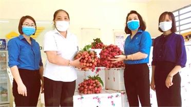 LĐLĐ tỉnh Phú Thọ hỗ trợ nông dân Bắc Giang tiêu thụ hơn 50 tấn vải thiều