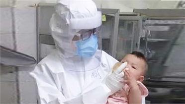 Bác sĩ vắt sữa nuôi bé gái mắc Covid 7 tháng tuổi